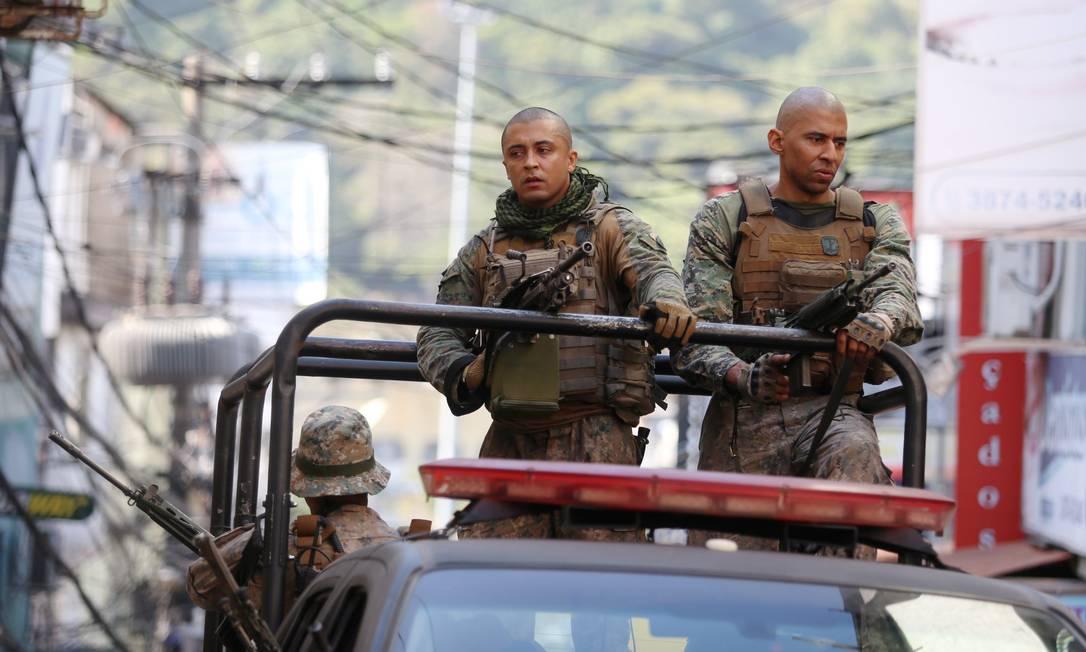 Policiais do Bope fazem operação em via da Rocinha Foto: Fabiano Rocha / Agência O Globo