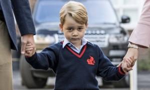 Príncipe George no primeiro dia de aula, no dia 7 de setembro Foto: RICHARD POHLE / AFP