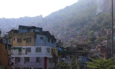 A Favela da Rocinha, onde traficantes de facções rivais entraram em guerra Foto: Fabiano Rocha / Agência O Globo