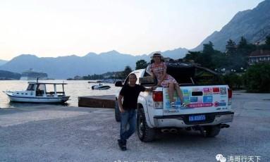 Haitao e Xinyi cruzaram de carro 26 países entre a China e os EUA Foto: WEIBO