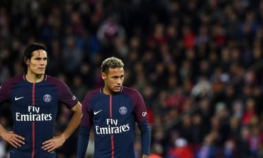 Cavani e Neymar na vitória do PSG sobre o Lyon Foto: FRANCK FIFE / AFP