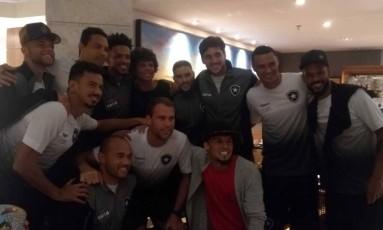 Camilo e Alemão visitaram concentração do Botafogo Foto: Divulgação
