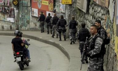 Policiais fazem operação na Rocinha em 18/9/2017 Foto: Fabio Guimarães / Agência O Globo