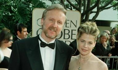 James Cameron e Linda Hamilton no Globo de Ouro, em 1998 Foto: Fred Prouser / Reuters