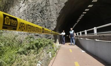 O trecho onde as grades de proteção foram furtadas Foto: Gabriel Paiva / Agência O Globo