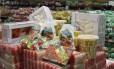 Consumidor deve estar atento ao comprar doces e brinquedos para distribuir no dia de Cosme e Damião Foto: Arquivo - Agência O Globo