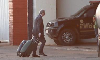 O ex-deputado federal Eduardo Cunha durante sua chegada no hangar da Policia Federal em Brasilia - 19/09/2017 Foto: Ailton de Freitas / Agência O Globo