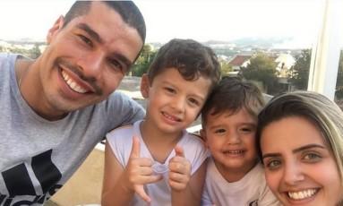 Daniel Dias com a mulher e os filhos Foto: Reprodução