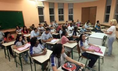 Jovens e adultos assistindo aula em escolas estaduais Foto: Rogério Santana