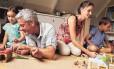 Quanto mais velhos os pais no momento da concepção, maiores as chances de ocorrência de problemas de saúde nos filhos, segundo novo estudo Foto: Shutterstock.com