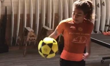 Silvana Lima mostra habilidade com a bola nos pés Foto: Reprodução