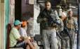 Segurança. Policiais do Bope fazem patrulhamento na Rocinha desde segunda-feira: chefe do tráfico estaria na mata Foto: Pablo Jacob / Agência O Globo