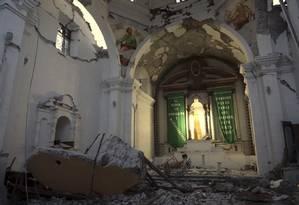 Igreja do apóstolo Santiago desabou durante o terremoto de magnitude 7,1 na cidade de Atzala, no estado de Puebla, no México Foto: Pablo Spencer / AP
