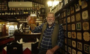 Bráulio Furtado, proprietário do Bürgermaister, é fanático pela Alemanha, mas nunca foi ao país Foto: Fábio Guimarães / Agência O Globo