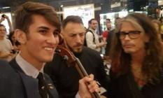 Abner Tofanelli com Steven Tyler Foto: Reprodução/Facebook