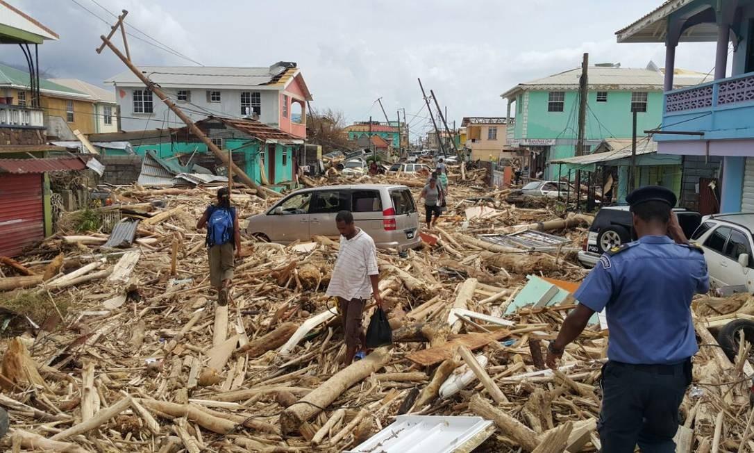 Furacão Maria deixou danos após sua passagem por Roseau, em Dominica Foto: STR / AFP