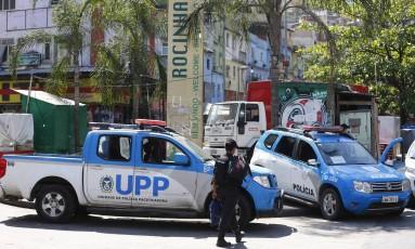 Homem foi preso enquanto tentava fugir da Favela da Rocinha Foto: Pablo Jacob / Agência O Globo
