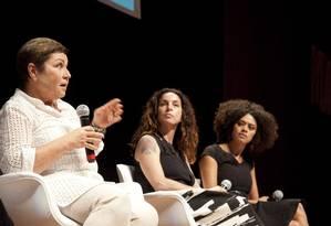 A jornalista Isabela Assumpção, a dramaturga Rosane Svartman e a atriz Ana Flavia Cavalcanti Foto: Adriana Lorete