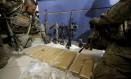 Bope apreendeu armas e drogas na mata da Favela da Rocinha Foto: Domingos Peixoto / Agência O Globo