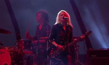 Alison Mosshart no palco Sunset durante show do The Kills no Rock in Rio 2017 Foto: Reprodução