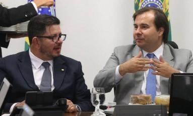 Deputado Rodrigo Maia (DEM/RJ), enquanto presidente da República em exercício, recebe queijos artesanais de produtores mineiros - 20/09/2017 Foto: Givaldo Barbosa / Agência O Globo