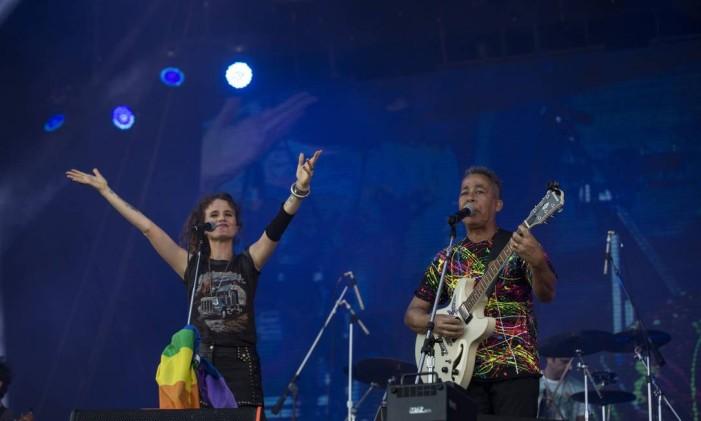 Ana Cañas e Hyldon no palco Sunset. Foto: Alexandre Cassiano / Agência O Globo