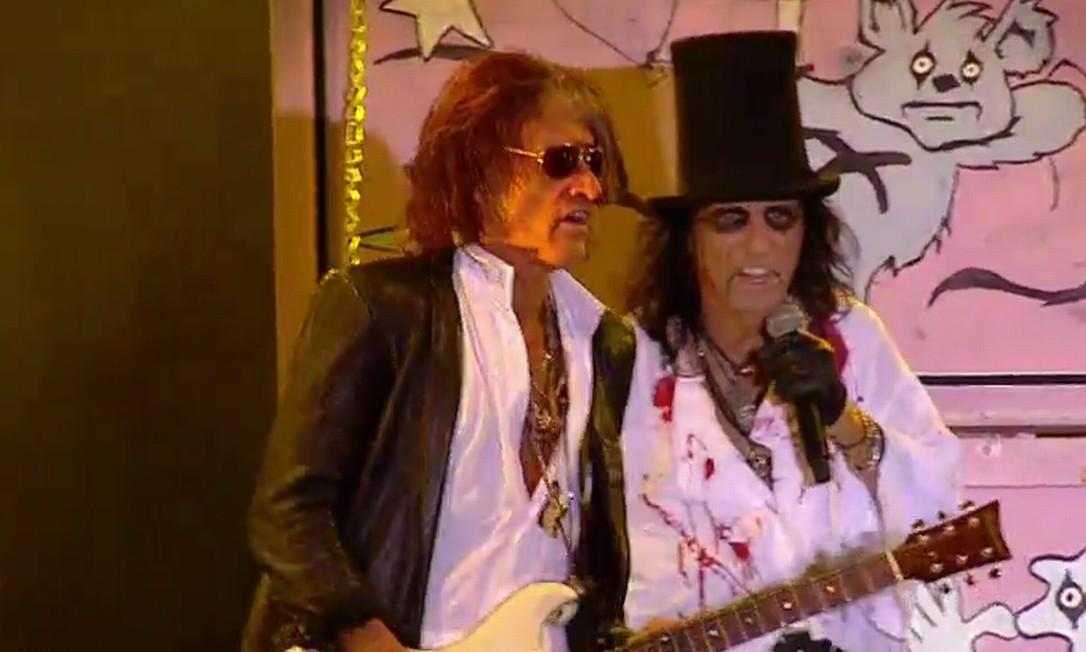 Joe Perry, do Aerosmith, queimou a largada e fez participação especial no show de Alice Cooper e Arthur Brown Foto: Reprodução TV