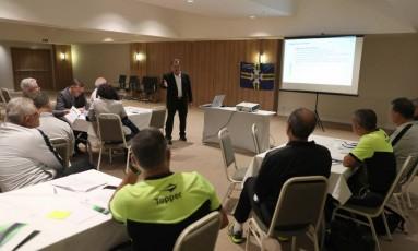 CBF vem realizando treinamentos para implementar o Árbitro de Vídeo Foto: Lucas Figueiredo/CBF