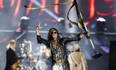 Steven Tyler esbanja vitalidade e levanta o público na Cidade do Rock, que canta junto à banda todos os seus hits Foto: Agência O Globo