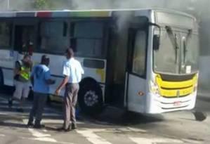 Ônibus é incendiado em São Conrado Foto: Reprodução