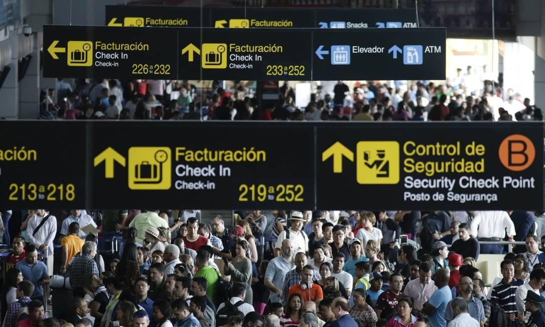 Com poucos detalhes, EUA reforçam segurança para voos de chegada