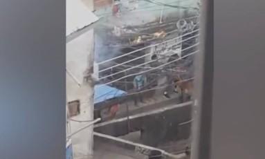 Bandidos trocam tiros na parte baixa da Rocinha Foto: Reprodução