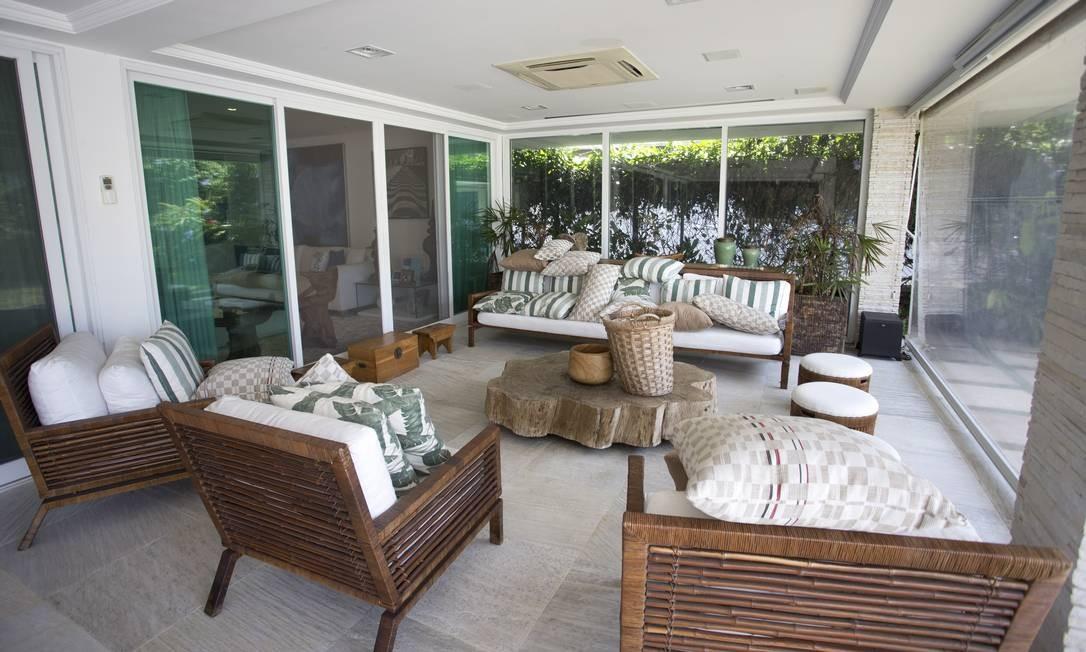 A mansão do ex-governador exibe diversos móveis de luxo, em madeira nobre e itens rústicos Márcia Foletto / O Globo