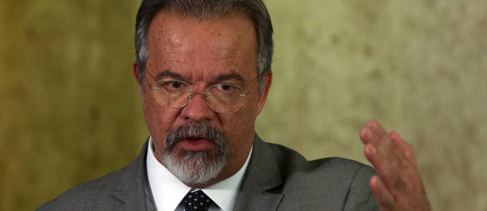 O ministro da Defesa, Raul Jungmann, fala sobre o confronto na Rocinha Foto: Givaldo Barbosa / Agência O Globo
