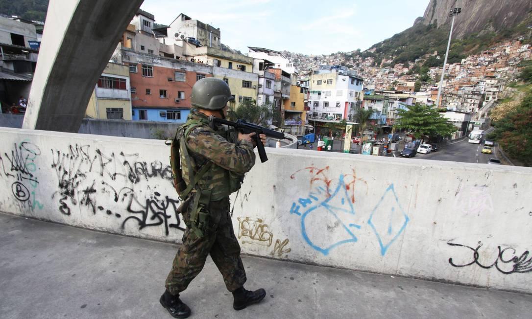 Expo Cake Design 2018 Rio De Janeiro : Forcas Armadas iniciam operacao no entorno da Rocinha ...