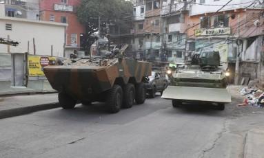 Tanques do Exército já estão dentro da Rocinha Foto: Agência O Globo
