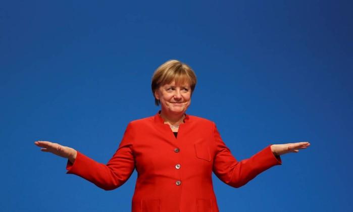 Merkel defende limite de refugiados como base para negociar coalizão