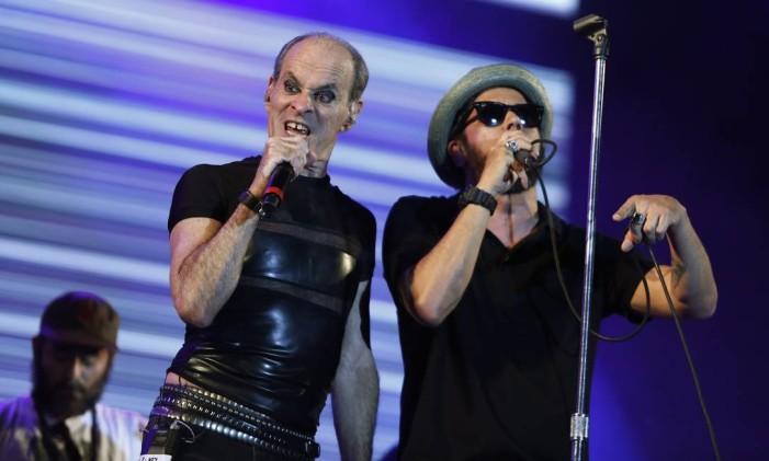 Ney Matogrosso e Nação Zumbi no palco Sunset Foto: Barbara Lopes / O Globo