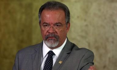 O ministro da Defesa, Raul Jungmann, durante entrevista Foto: Givaldo Barbosa / Agência O Globo