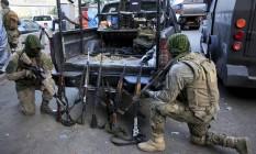 Armas, munição e drogas apreendidos pelo Bope na Rocinha Foto: Uanderson Fernandes / Agência O Globo