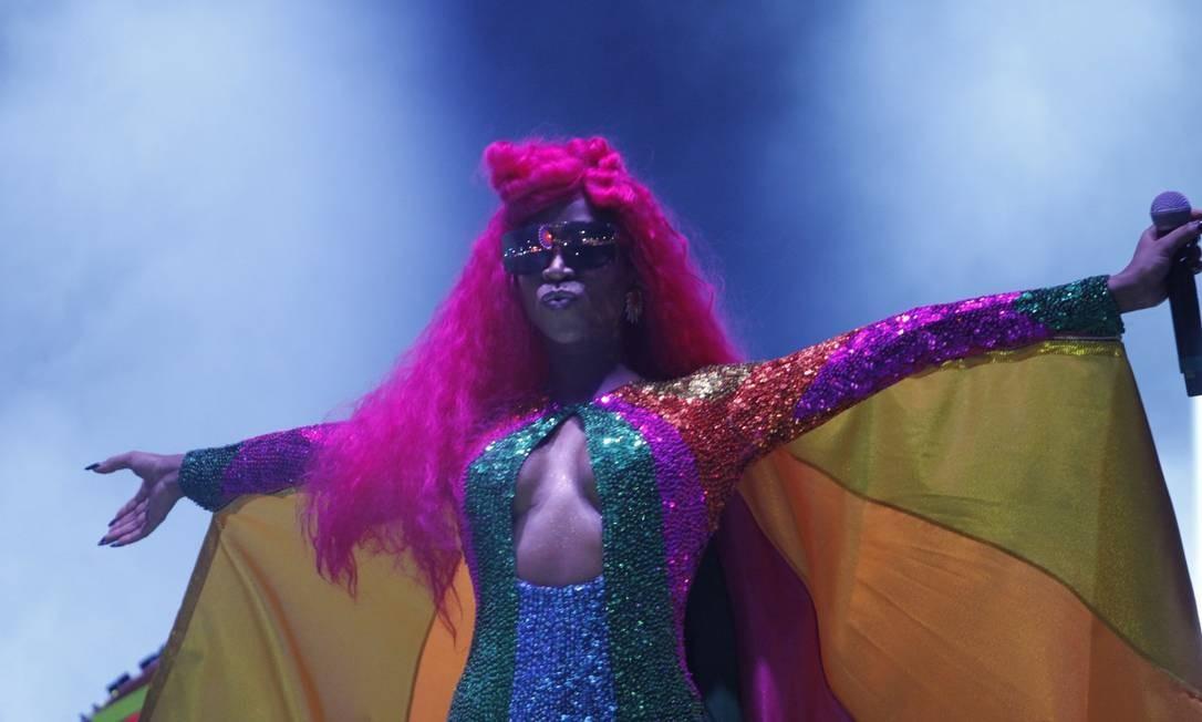 """""""O amor é a única cura para a doença mais grave da humanidade: a homofobia"""", disse a Conka arrancando aplausos do público Foto: Agência O Globo"""