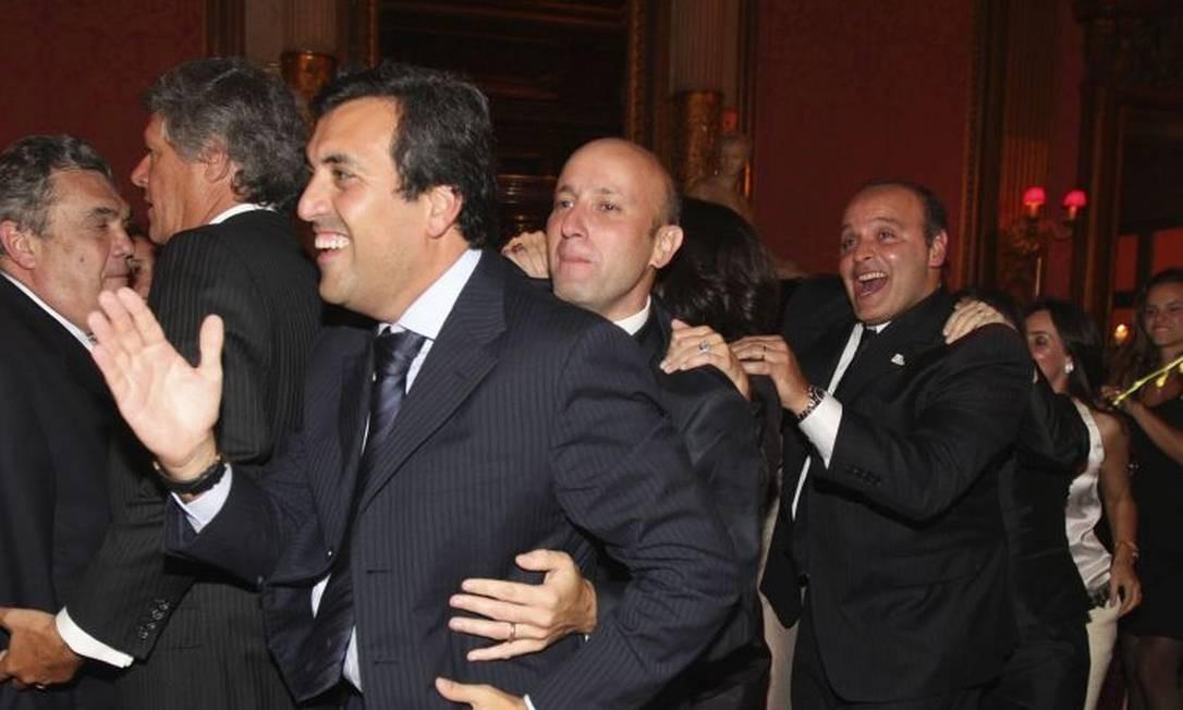 Na farra, Georges Sadala puxou trenzinho com Sérgio Côrtes e Wilson Carlos em restaurante Foto: Reprodução