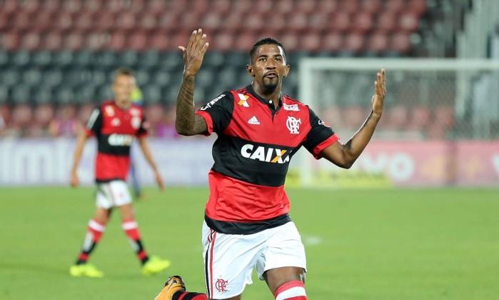 Rodinei comemora o gol de empate do Flamengo Foto: Lucas Tavares