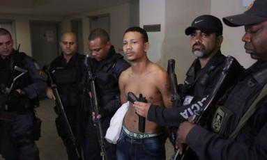 Emanuel Bezerra de Araújo, de 19 anos, foi preso dentro de casa na localidade conhecida como Dioneia, na Favela da Rocinha Foto: Cléber Júnior / Agência O Globo