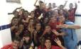 Jogadores do Íbis comemoram a terceira vitória seguida Foto: Reprodução