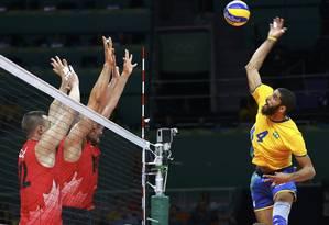 Wallace salta para desafiar o bloqueio canadense na Rio-2016 Foto: MARCELO DEL POZO / Reuters
