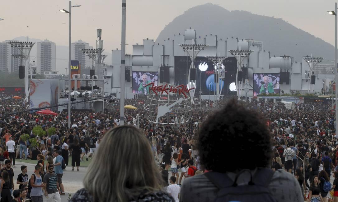 Último dia de evento com cidade do Rock já lotada no final da tarde Foto: Pedro Teixeira / Agência O Globo
