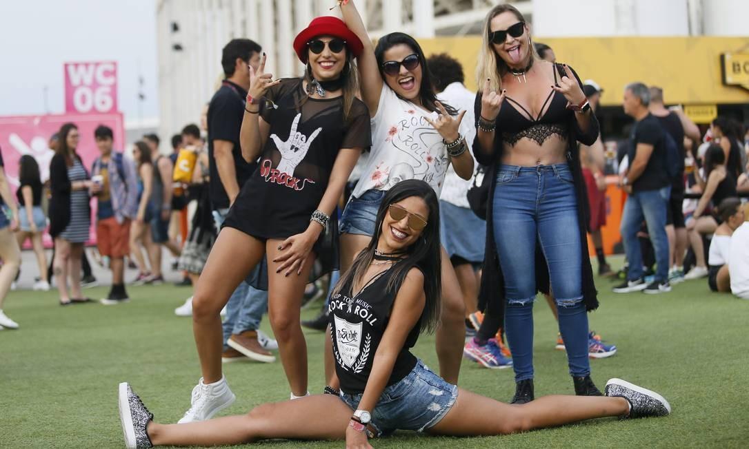 As amigas Mariana Peres, Risseli Lima, Renata Guimarães e Camilla Amorim são unanimidade na escolha de Coldplay e Pitty para 2019 Foto: Roberto Moreyra / Agência O Globo