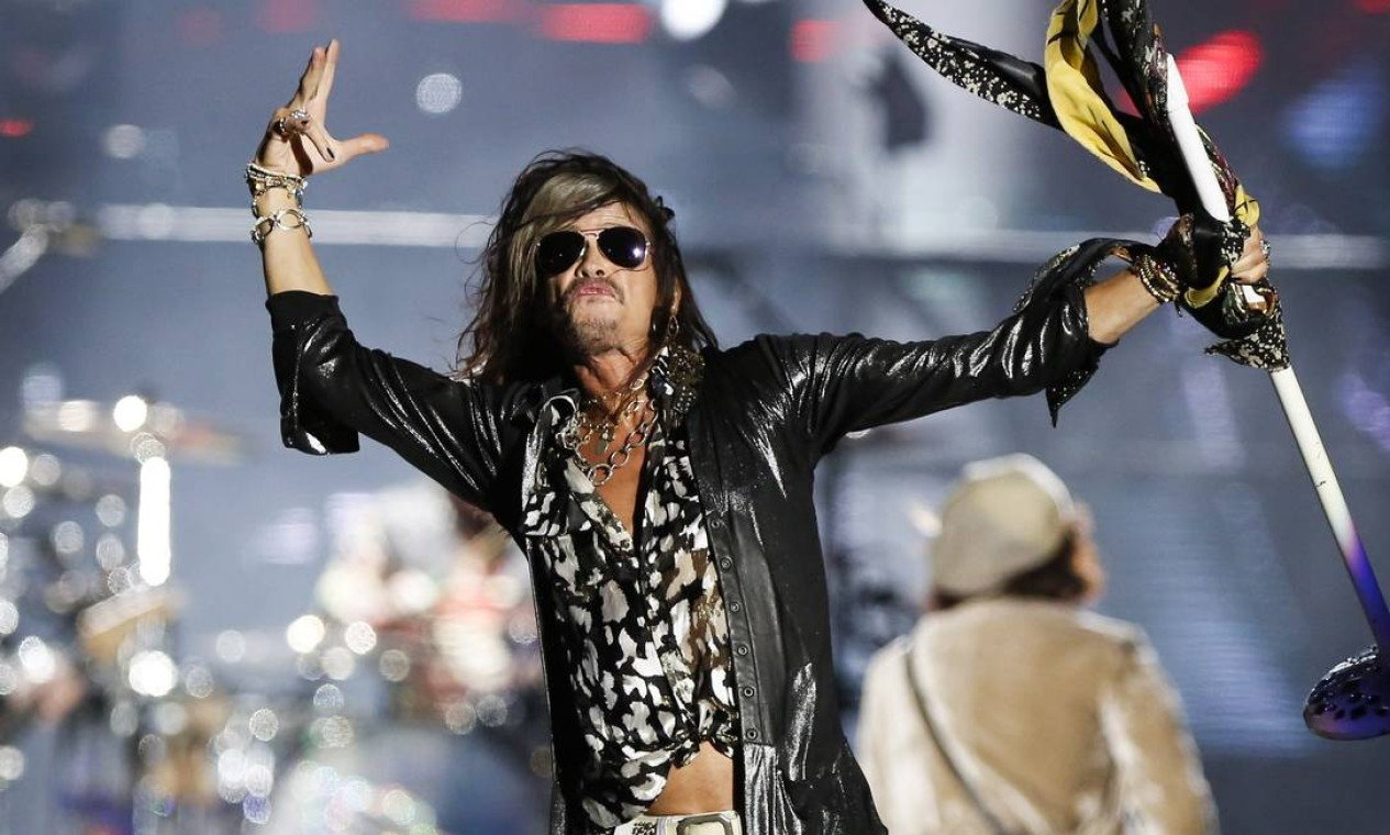 Simpaticão. Steve Tyler, vocalista do Aerosmith. causou no palco e na rua Foto: Bárbara Lopes / Agência O Globo
