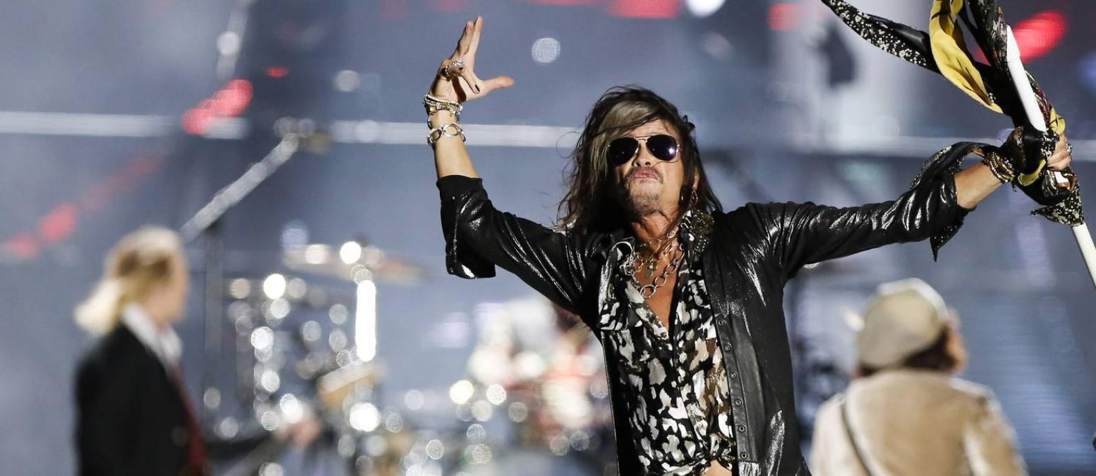 Simpaticão. Steve Tyler, vocalista do Aerosmith. causou no palco e na rua Foto: BARBARA LOPES